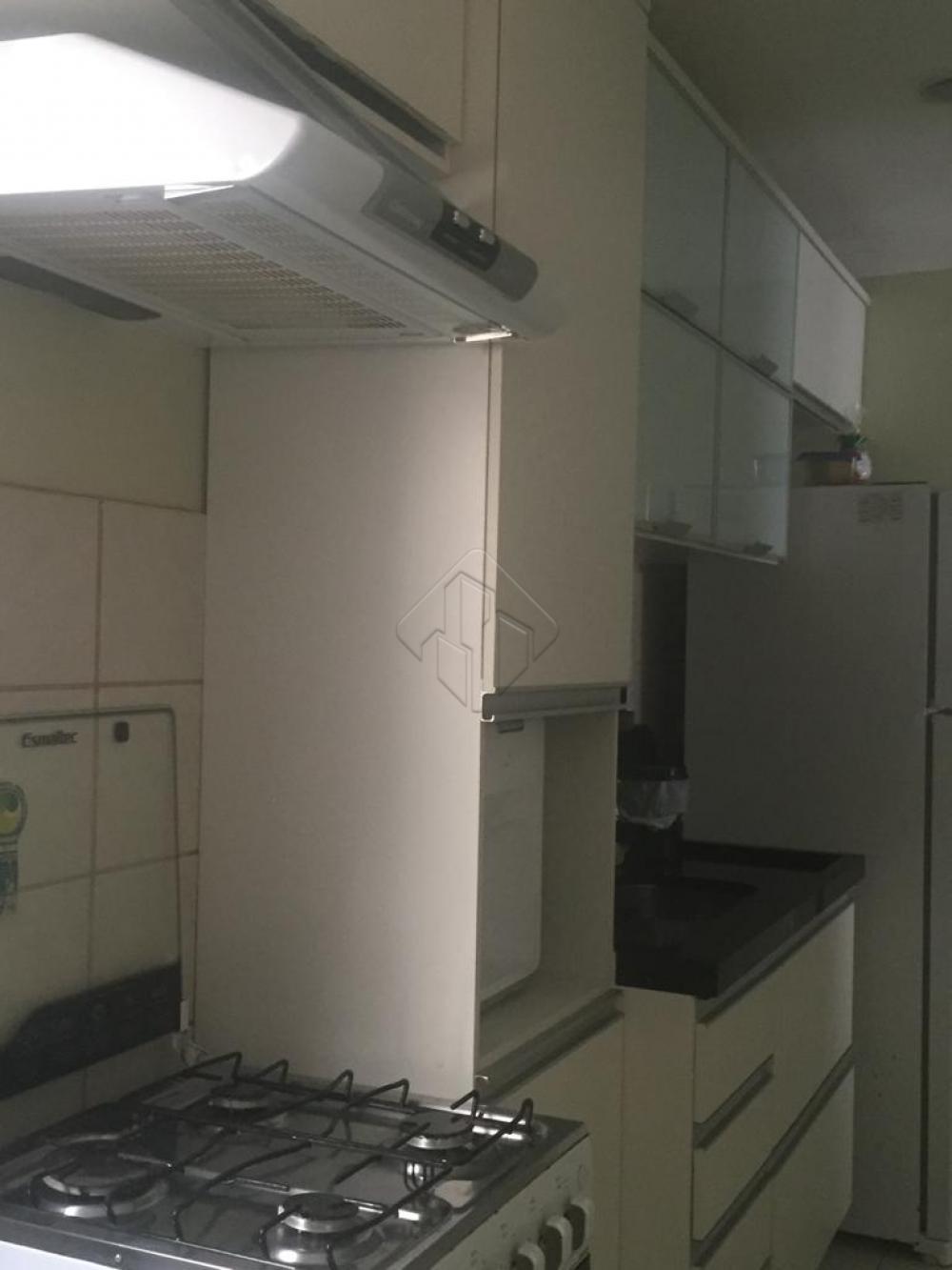 Apartamento bem localizado, perto de supermercados, escolas, farmácias, com 02 quartos sendo uma suíte, lavabo, 01 vaga de garagem.