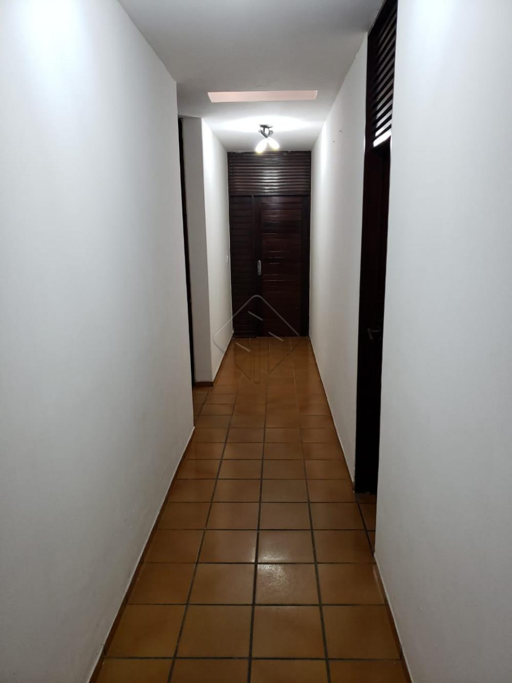 Descrição:  - 2 salas grandes; - 3 quartos sendo 1 suíte; - Varanda ampla; - Churrasqueira; - Sala de som; - Escritórios;  -  Dependencia completa;  - Garagem para 8 carros;  AGENDE AGORA SUA VISITA TEIXEIRA DE CARVALHO IMOBILIÁRIA CRECI 304J - (83) 2106-4545