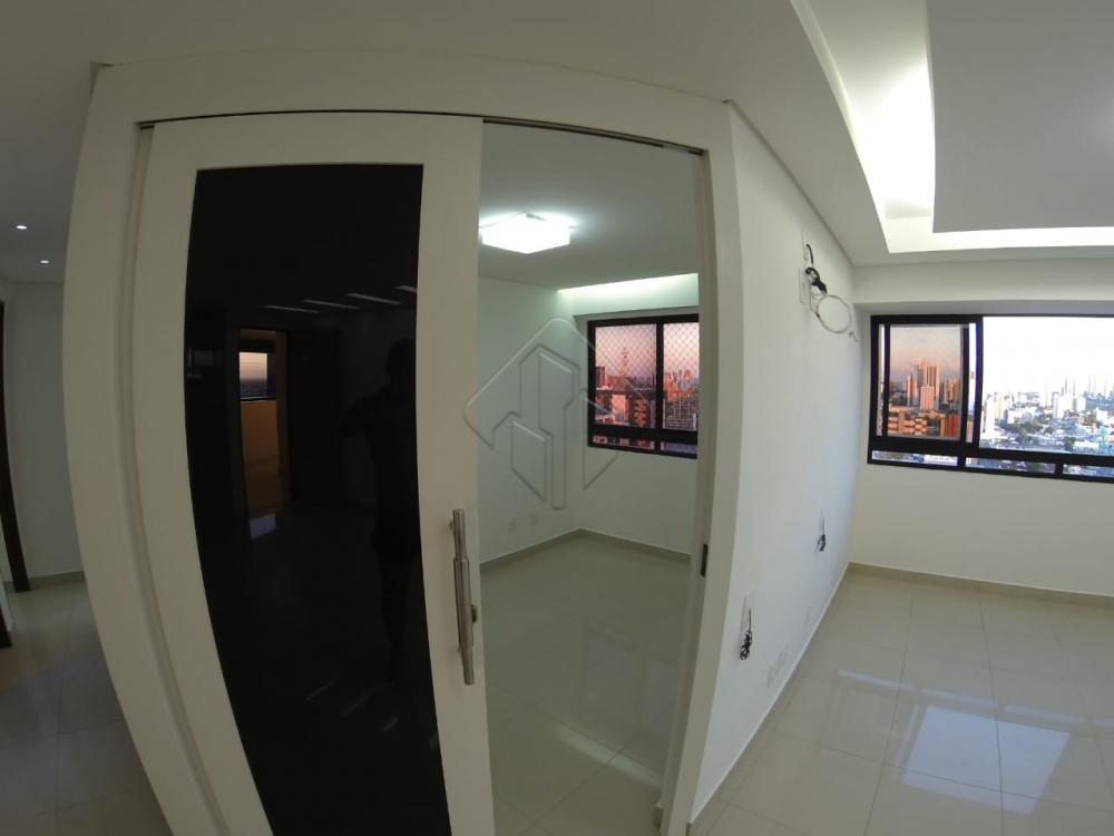 O apartamento possui:  * 04 quartos, sendo 02 suítes (uma com hidro e cromoterapia);  * 03 wc´s; * Sala para dois ambientes; * Cozinha; * Área de serviço;  * Armários planejados nos banheiros; * Cozinha; * Área de serviço; * Piso em porcelanato.  Condomínio com duas piscinas, dois elevadores, quadra poliesportiva, sauna, salão de festas, salão de jogos, academia, espaço kids, perímetro para curtas caminhadas, portaria 24h,  Posição: Nascente/Norte Andar: 20º andar Entregue: em 2011  AGENDE AGORA SUA VISITA TEIXEIRA DE CARVALHO IMOBILIÁRIA CRECI 304J - (83) 2106-4545