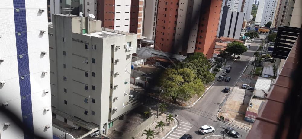 Apartamento com três quartos, localizado em um dos bairros mais valorizados da cidade, Tambaú, a alguns metros da praia, próximo a escolas,  farmácias, supermercados,  academias, restaurantes. O prédio dispõe de uma área de lazer contendo piscina, salão de festas, academias, dois elevadores sociais e um de serviço. Uma vaga de garagem coberta.   AGENDE AGORA SUA VISITA TEIXEIRA DE CARVALHO IMOBILIÁRIA CRECI 304J - (83) 2106-4545