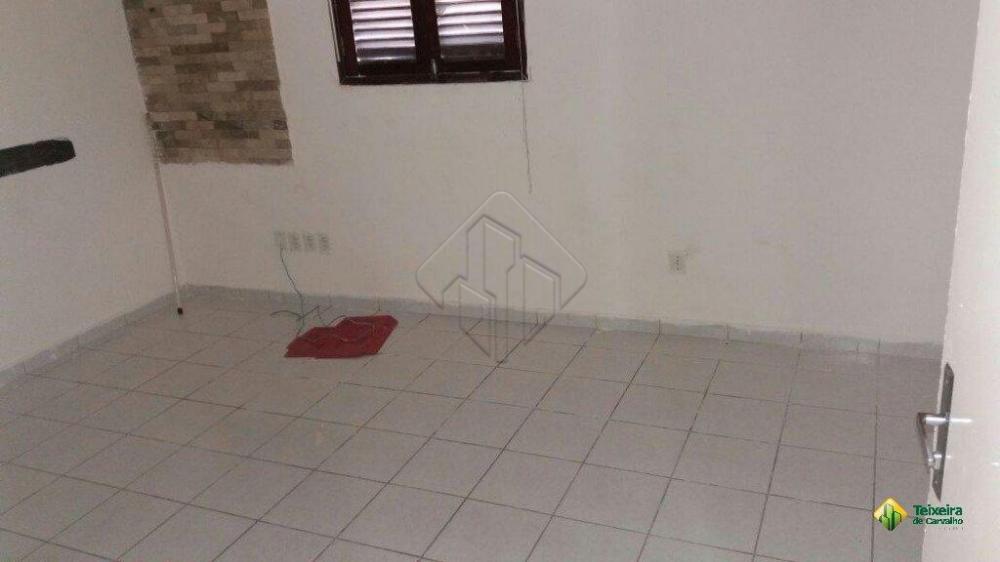 Características:  - 3 Quartos  - Sala ampla para 2 ambientes - Cozinha - Área de serviço - Terraço - Quintal  AGENDE AGORA SUA VISITA TEIXEIRA DE CARVALHO IMOBILIÁRIA  CRECI 304J - (83) 2106-4545