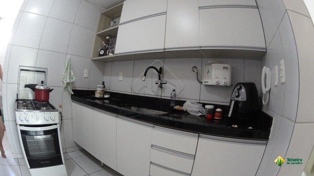 Características: - 3 quartos - 2 suítes - 1 banheiro social - 1 Varanda - 1 vaga de garagem - Armários projetados em todos os cômodos Prédio com Guarita e gás central  AGENDE AGORA SUA VISITA TEIXEIRA DE CARVALHO IMOBILIÁRIA  CRECI 304J - (83) 2106-4545