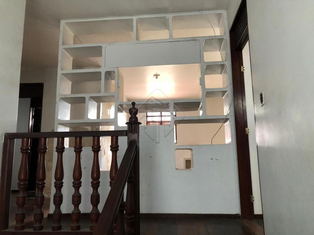Excelente casa de 1°andar com localização privilegiada para alugar em Tambaú.  Casa dispõe de: Piscina; terraço amplo; local para churrasqueira; 3 salas; wc social; 1 quarto; cozinha; dispensa; area de serviço; DCE; quintal;2 depósitos.  AGENDE AGORA SUA VISITA TEIXEIRA DE CARVALHO IMOBILIÁRIA CRECI 304J - (83) 2106-4545