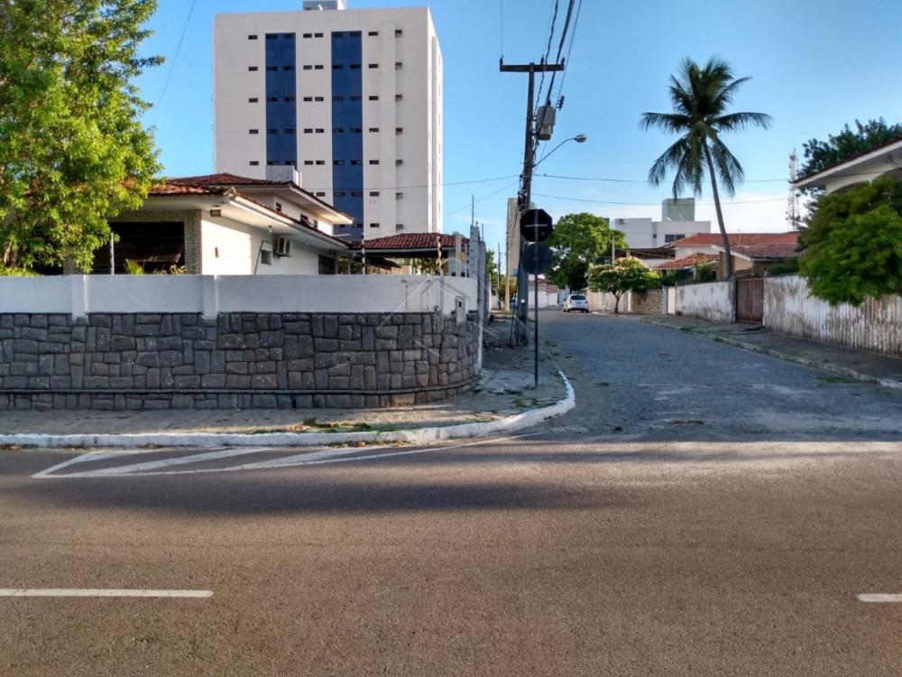 excelente casa no bairro dos estados,  ótima para morar ou ponto comercial , clinicas prédios,mercados etc.  Área de 666 metros quadrados de terreno !!!