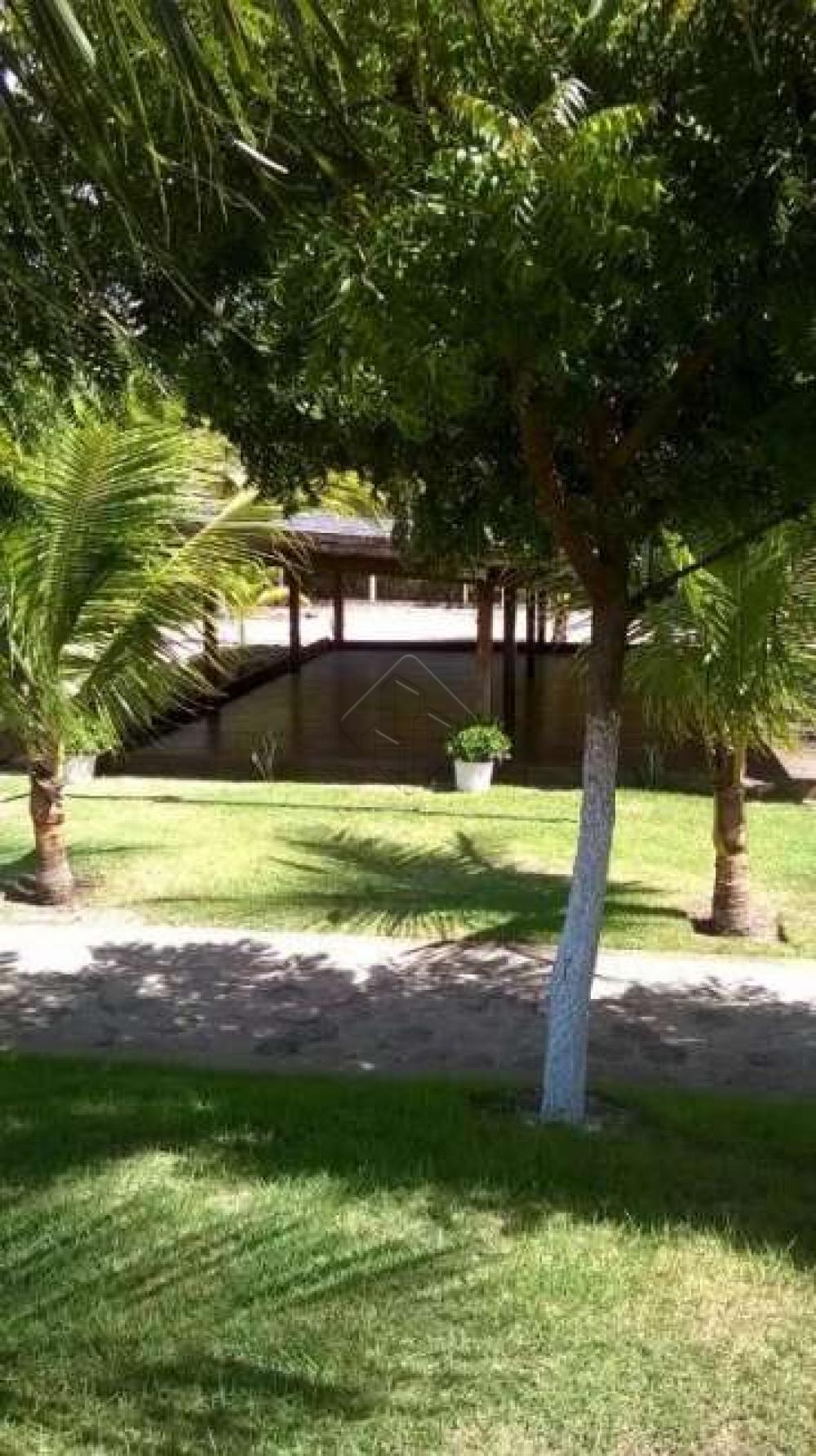 Excelente lote na posição sul e bem próximo a área de lazer.  Condomínio possui:  - Área de lazer completa com piscina,  - Salão de festas,  - Academia,  - Playground,  - Quadra de tênis,  - Além da interação com a natureza através do pier para o rio.  AGENDE AGORA SUA VISITA TEIXEIRA DE CARVALHO IMOBILIÁRIA CRECI 304J - (83) 2106-4545