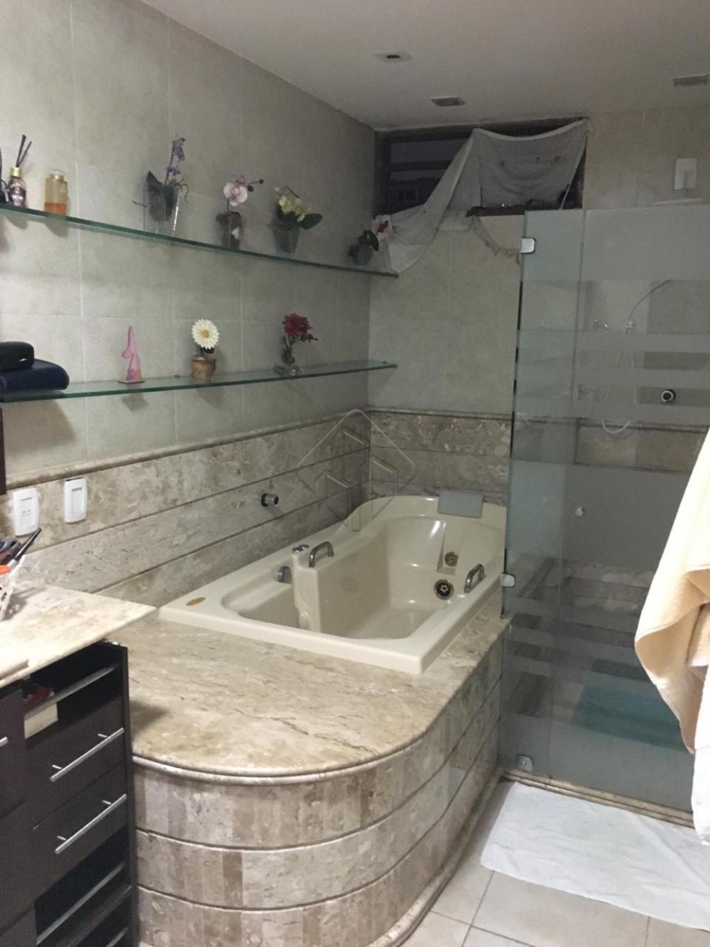 Características: * 3 Quartos * 2 suítes (sendo 1 banheiro com hidromassagem); * 4 salas (sendo 1 sala de vinhos / TV); * Escritório; * Banheiro social; * 1 Banheira de hidromassagem (espaço reservado); * Cozinha com despensa; * Área de serviço; * Varanda; * 6 vagas de garagem; * Armários projetados; * Área de serviço; * Piscina com banheiro exclusivo; * Churrasqueira * Área total de 540m²  AGENDE AGORA SUA VISITA TEIXEIRA DE CARVALHO IMOBILIÁRIA CRECI 304J - (83) 2106-4545