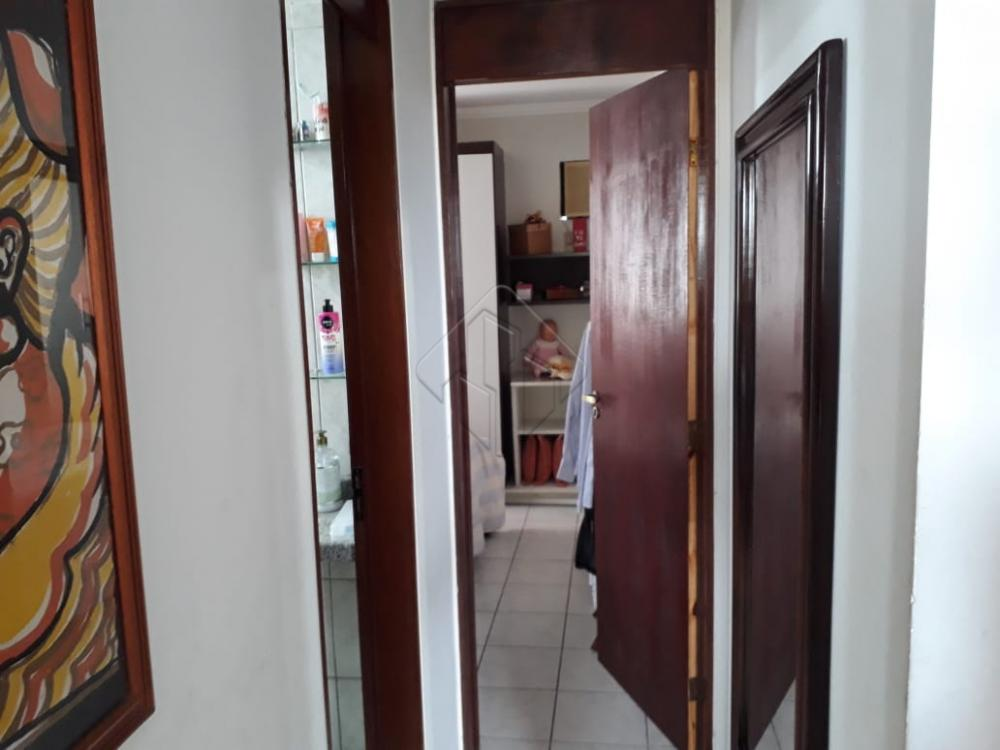 APARTAMENTO de 107,00 m² de área, situado no Bairro dos Estados.  Apartamento com: - 03 quartos (sendo 01 suíte) - 03 Banheiros - 01 Vagas na garagem - Varanda - Piscina, salão de festa e churrasqueira.   OBS: Rua muito tranquila e paralela a principal.  Gostou? #CHAMATEIXEIRA e confira as condições especiais que separamos para você pelo whatsapp (83) 2106-4545 ou pelo nosso site www.teixeiradecarvalho.com.br.  #bairrodosestados #epitacio #lardocelar #apartamento #joãopessoa #paraíba #investimento #oportunidade #investimento #primeiroimovel #fotografy #venda #imóvelseguro