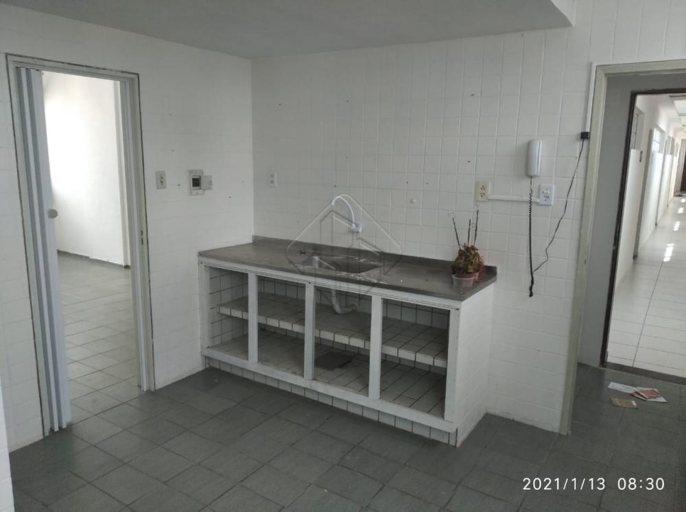1 Suíte Master c/ Closet e banheira