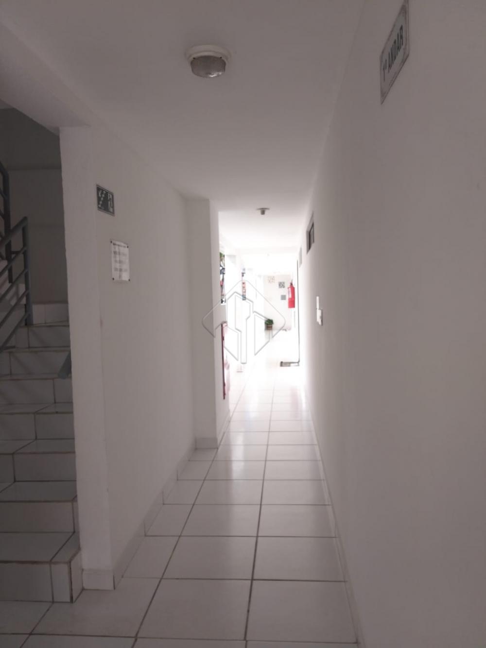 O Apartamento: Sala de estar/Jantar/janelão; 03 quartos sendo 01 suíte e 01 Wc social; Espelho e Blindex nos Banheiros e projetados na cozinha; Cozinha com área de serviços; 01 vaga de garagem; Gás manual; Água individual. Condomínio: 550,00 O Prédio: São 05 apartamentos por andar; 08 pavimentos de apartamentos; 40 Unidades; Posição Sul; Piscina ; Área gourmet com churrasqueira; Espaço kids; Elevador.
