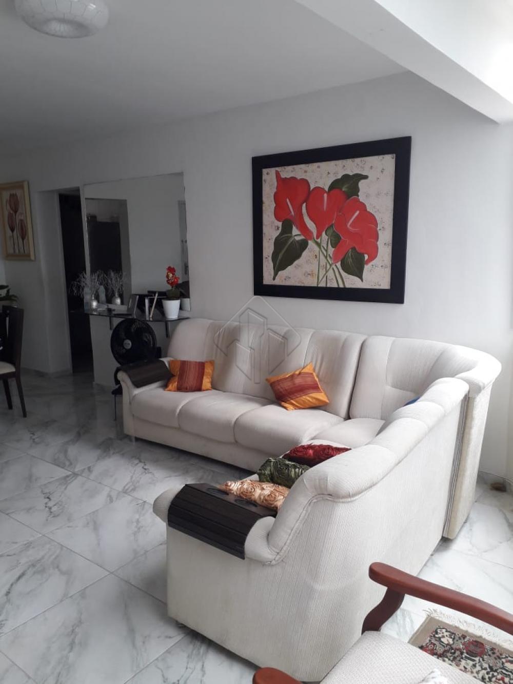 Apartamento com 03 quartos sendo 01 suite, sala ampla para 3 ambientes, cozinha com área de serviço e despensa, 2 vaga de garagem coberta.  segundo andar escada, na principal do bairro treze de maio.   AGENDE AGORA SUA VISITA TEIXEIRA DE CARVALHO IMOBILIÁRIA CRECI 304J - (83) 2106-4545