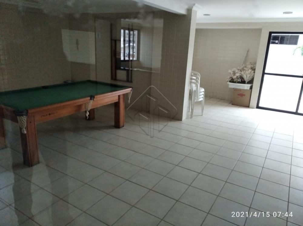 Excelente apartamento, muito bem localizado no bairro de Tambaú.  Características:  3 Quartos (1 suíte) Sala de jantar Sala de estar Varanda Banheiro social C/ Box Cozinha C/ Armários Área de serviço DCE Piscina 01 vaga de garagem Coberta 02 elevadores S/F S/J AGENDE AGORA SUA VISITA TEIXEIRA DE CARVALHO IMOBILIÁRIA CRECI 304J - (83) 2106-4545