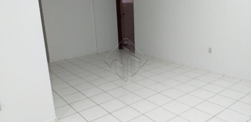 Excelente apartamento, muito bem localizado no bairro de Tambaú.  Características:  3 Quartos (2 suítes) C/ Varanda Sala de jantar Sala de estar Varanda Banheiro social C/ Box Cozinha C/ Armários Área de serviço DCE Piscina c/ Sauna Playground 01 vaga de garagem Coberta 02 elevadores S/F S/J AGENDE AGORA SUA VISITA TEIXEIRA DE CARVALHO IMOBILIÁRIA CRECI 304J - (83) 2106-4545