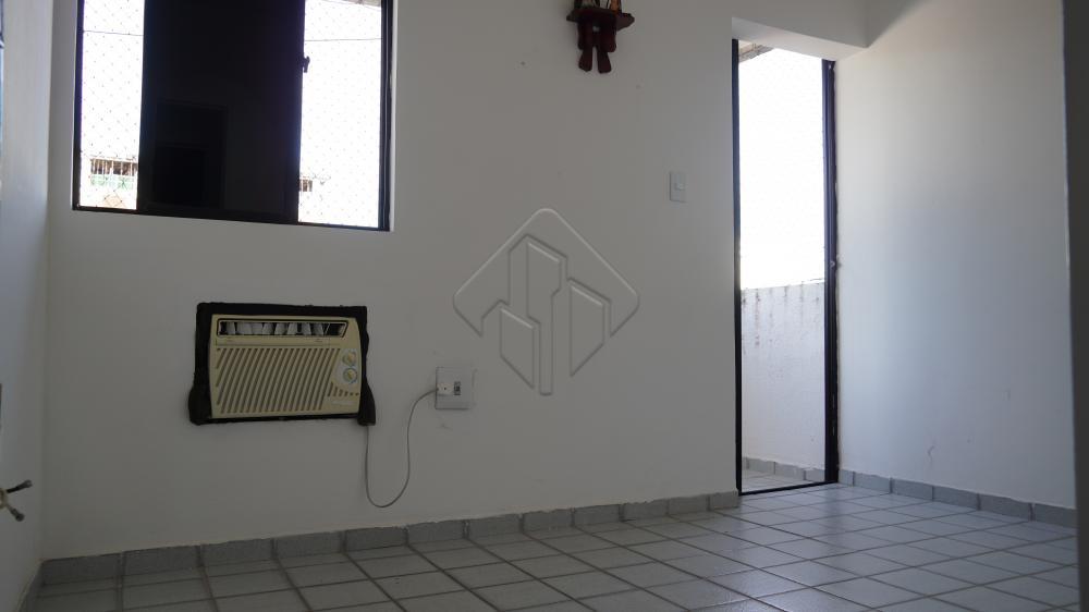 Apartamento com sala de estar c/ varanda, três quartos, sendo um suíte c/ varanda e dois sociais um WC social, cozinha, area de serviço e uma vaga de garagem coberta.  AGENDE AGORA SUA VISITA TEIXEIRA DE CARVALHO IMOBILIÁRIA CRECI 304J - (83) 2106-4545