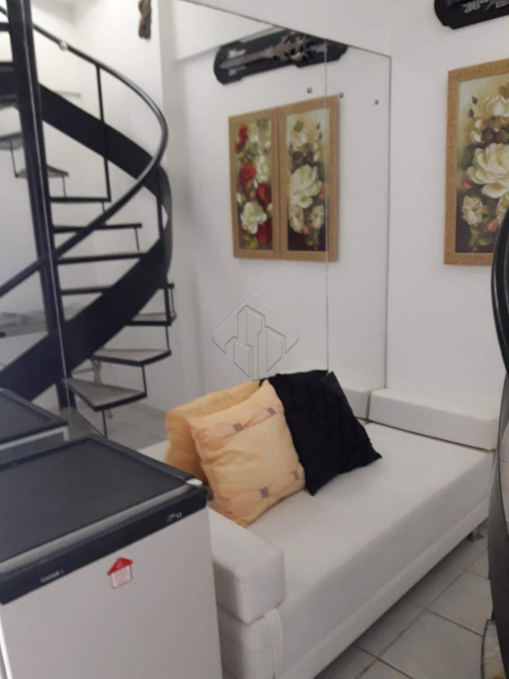 O bairro do Cabo Branco tem uma faixa litorânea privilegiada, é por esses e tantos outros fatores que muitas pessoas procuram imóveis nessa região buscando uma qualidade de vida, sem dúvida o imóvel dos seus sonhos está te esperando no Cabo Branco.   Localizado há 250 metros da praia de Tambaú e a 1 km da feira de Artesanato de João Pessoa.  O Apartamento duplex conta com:  -78 m² -Sala de estar -Sala de jantar -2 Quartos, sendo uma suíte -WC social -Cozinha Americana -Ar condicionado em todos os cômodos -Varanda -1 Vaga de Garagem  O condomínio possui:  -Piscina -Academia de ginástica -Área de recreação -Instalação para conferência -Salão de banquetes  Marque agora mesmo uma visita e aproveite os melhores momentos com a sua família de casa nova!  AGENDE AGORA SUA VISITA TEIXEIRA DE CARVALHO IMOBILIÁRIA CRECI 304J - (83) 2106-4545