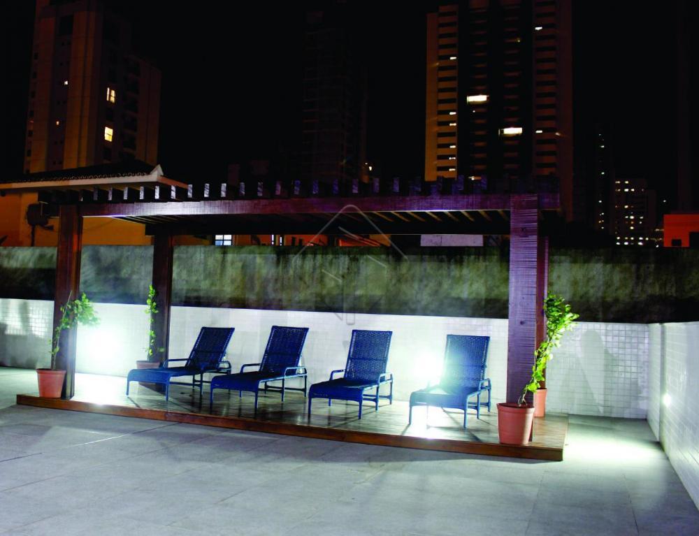 Lindo Apartamento localizado no bairro do Miramar, próximo de restaurantes, hospitais, hotéis, BR 230, com fácil acesso as principais rodovias de João Pessoa, um excelente lugar para morar.  O Apartamento conta com:  -Sala de estar -Sala de jantar -cozinha com móveis planejados -2 Quartos sendo uma suíte -WC social -1 Vaga de garagem  O Prédio dispõe de:  -2 elevadores -Gerador de energia -Medidores individuais de água e gás -Rampa de acesso -Salas comerciais no térreo -Salão de Festas -Salão de Jogos -Piscina Adulto e Infantil -Mini Quadra  Marque agora mesmo uma visita e aproveite os melhores momentos com a sua família de casa nova!  AGENDE AGORA SUA VISITA TEIXEIRA DE CARVALHO IMOBILIÁRIA CRECI 304J - (83) 2106-4545