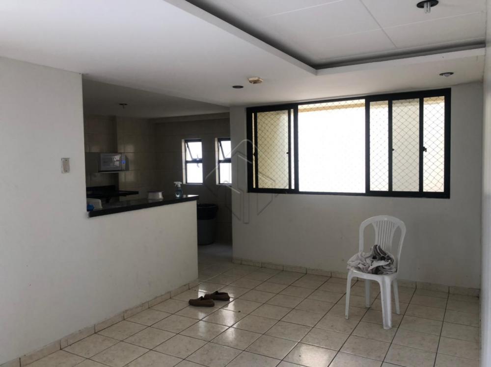 Apartamento localizado no Edifício 4 Estações, no bairro de Tambauzinho, com fácil acesso a Br, ideal para quem procura conforto, lazer e comodidade.  O apartamento conta com:  -70,76 m² -Sala de estar -Sala de Jantar -3 Quartos, sendo uma suíte -WC social -Cozinha -Área de serviço -Varanda -Móveis projetados -Uma vaga de garagem privativa  O condomínio possui  -Piscina -Salão de festas -Espaço fitness -Quadra de esportes -Churrasqueira -Espaço Gurmert -Playground   Marque agora mesmo uma visita e aproveite os melhores momentos com a sua família de casa nova!  AGENDE AGORA SUA VISITA TEIXEIRA DE CARVALHO IMOBILIÁRIA CRECI 304J - (83) 2106-4545