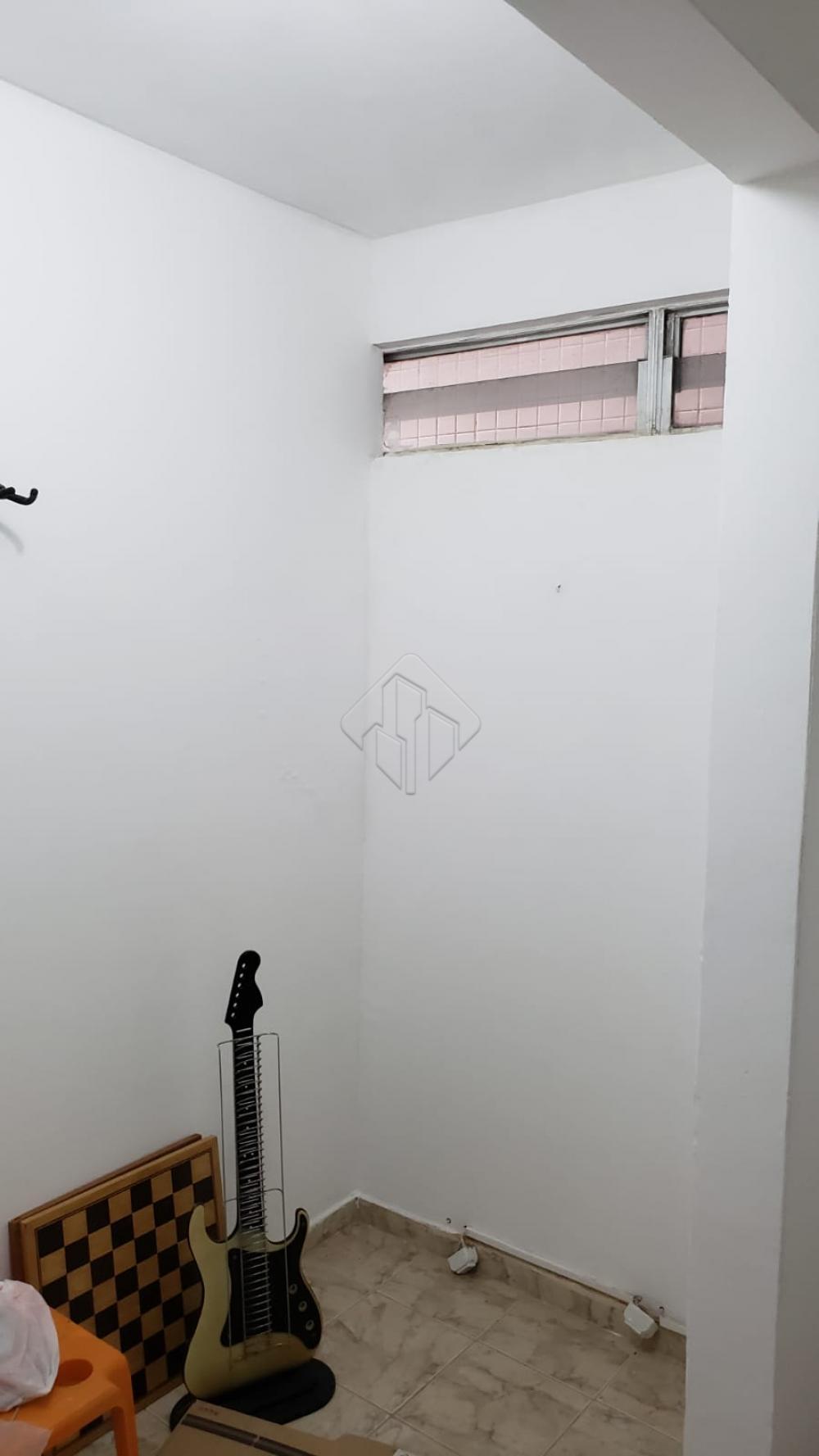 Apartamento localizado no bairro de Tambaú, um Bairro seguro, com ótima infraestrutura e fácil locomoção.  O Apartamento conta com:  -160 m² -Sala ampla -3 Quartos, sendo uma suíte -WC Social -Cozinha com ármarios -Dependência completa -2 Vagas de garagem -Nascente Norte  O Edifício possui água inclusa e um quarto de despejo no terreo.  AGENDE AGORA SUA VISITA TEIXEIRA DE CARVALHO IMOBILIÁRIA CRECI 304J - (83) 2106-4545