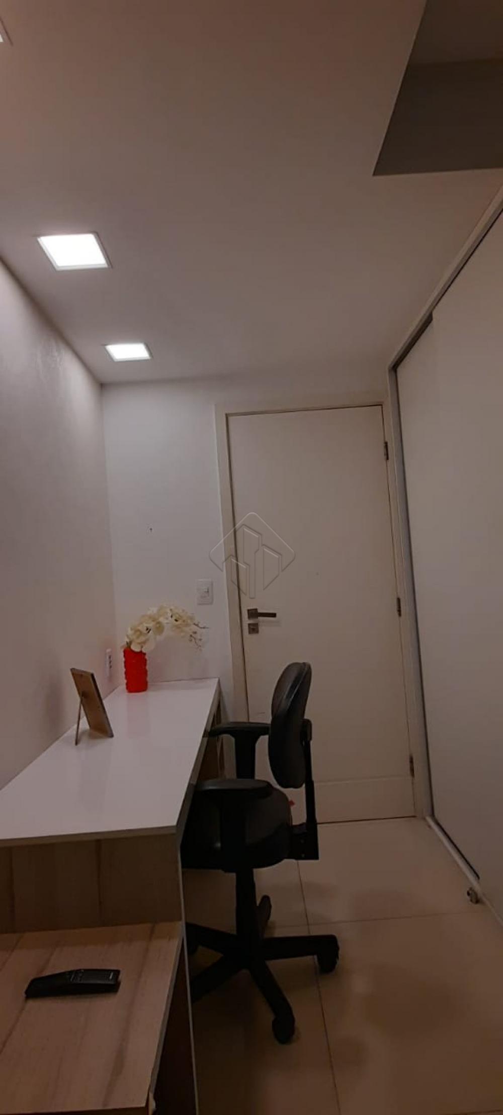 Apartamento localizado no Bairro do Brisamar,  no Edifício Holanda's Garden Place, edifício de alto padrão com mais de 650 m² com área de lazer completa, se você procura conforto, lazer , diversão e contato com a natureza, esse é o lugar perfeito para morar.  O Apartamento conta com:  - 172 m² - Sala ampla de 55 m² -Varanda de inverno - 3 Suítes, sendo uma master com closet - WC Social - Cozinha - Copa - Dispensa - DCE - Hall privativo - 3 vagas de garagem  o condomínio possui:  - Piscina adulto térmica com deck molhado - Piscina infantil - Espaço gourmet - Bar - Churrasqueira - Salão de festas - Sala de Música - Sala de Cinema - Salão de jogos com Lan House - Brinquedoteca - Playground - Praça - Espaço Leitura/Relax - Sala de estudos - Spa com sala de massagem - Sauna - Hidromassagem - Espaço Fitness - Pista de Cooper -  Quadra poliesportiva  Marque agora mesmo uma visita e aproveite os melhores momentos com a sua família de casa nova!  AGENDE AGORA SUA VISITA TEIXEIRA DE CARVALHO IMOBILIÁRIA CRECI 304J - (83) 2106-4545
