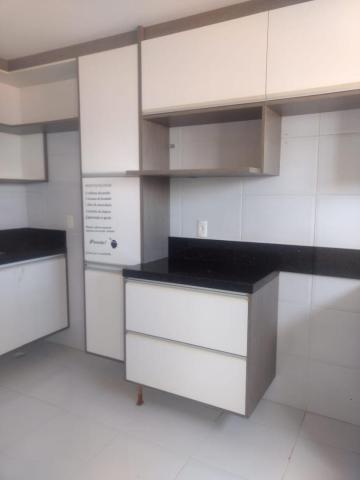 Alugar Apartamento / Padrão em Cabedelo. apenas R$ 225.000,00