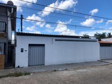 Casa / Padrão em João Pessoa Alugar por R$2.000,00