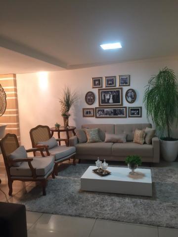Edifício muito bem localizado em Manaíra, com bom acabamento e área de lazer na cobertura. Apartamento em andar intermediário, com 120 m²;   * 03 Quartos (2 suítes e 1 com banheiro reversível); * 02 salas; * 02 Banheiro social; * Cozinha; * Área de serviço; * 02 vagas de garagem; * Armários projetados; * Varanda; * Piscina; * Salão De Festas; * Porteiro 24H;  AGENDE AGORA SUA VISITA TEIXEIRA DE CARVALHO IMOBILIÁRIA CRECI 304J - (83) 2106-4545