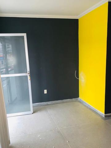 Sala comercial com WC, 1º Anda. Sala com revestimento contra calor Água inclusa no condomínio.